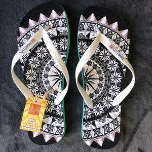 Other - Handmade Flip-flops Unisex White Black Green